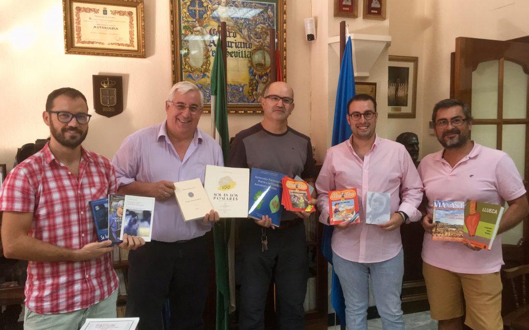 El Centru Asturianu de Sevilla cuntará con una colección de llibros n'asturianu gracies a la donación fecha por Iniciativa pol Asturianu